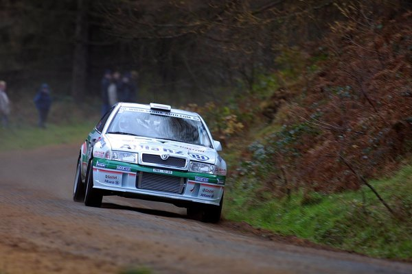2001 FIA World Rally Championship.Rally Of Great Britain. Cardiff, Wales. November 22-25th.Bruno Thiry, Skoda Octavia WRC EVO 2.Stage One.Photo: Paul Dowker/LAT Photographic.World - LAT Photographic.8 9mb DIgital File Only