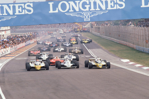 1980 Italian Grand Prix.Monza, Italy.12-14 September 1980.Rene Arnoux (Renault RE20) leads Carlos Reutemann (Williams FW07B Ford), Jean-Pierre Jabouille (Renault RE20), Bruno Giacomelli (Alfa Romeo 179), Nelson Piquet (Brabham BT49 Ford) and Alan Jones (Williams FW07B Ford) at the start.Ref-80 ITA 05.World Copyright - LAT Photographic