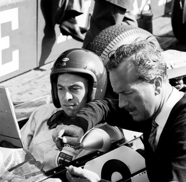 1963 Dutch Grand Prix Zandvoort, Holland 21-23 June 1963 Jim Clark (Team Lotus) with team boss Colin Chapman Ref-20014B/W World Copyright - LAT Photographic