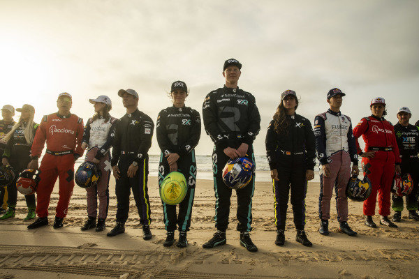 Molly Taylor (AUS), Rosberg X Racing, and Johan Kristoffersson (SWE), Rosberg X Racing, pose for a photo on the beach with the other drivers