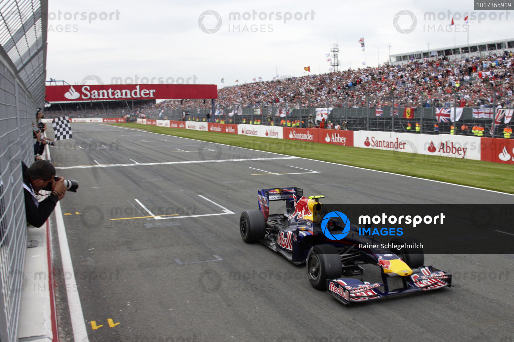Sebastian Vettel, Red Bull RB5 Renault takes the chequered flag for victory.