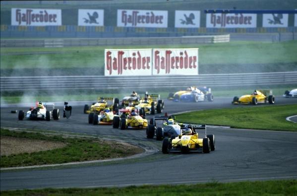 The start of the race.German Formula Renault Championship, 14 October 2001,Oschersleben, Germany.BEST IMAGE