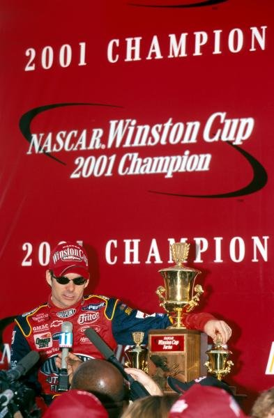 Fourth time NASCAR Winston Cup title winner Jeff Gordon (USA) shows off his trophy to the assembled media.Atlanta, USA. 18 November 2001.BEST IMAGE