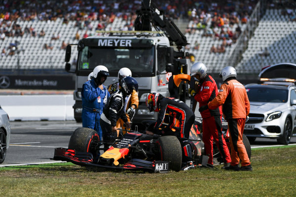 Pierre Gasly, Red Bull Racing RB15 after crash