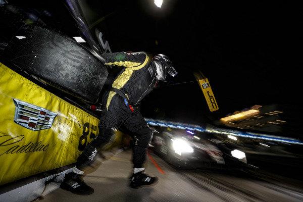 #85 JDC-Miller Motorsports Cadillac DPi, DPi: Matheus Leist, Chris Miller, Gabriel Aubry, pit stop