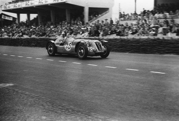 Le Mans, France. 24th - 25th June 1950 Henri Louveau/Estanger (Delage), 7th position, action. World Copyright: LAT Photographic Ref: L3793E - 23.