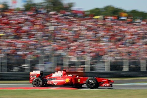 Giancarlo Fisichella (ITA) Ferrari F60. Formula One World Championship, Rd 13, Italian Grand Prix, Race, Monza, Italy, Sunday 13 September 2009.