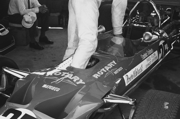 1970 South African Grand Prix. Kyalami, South Africa. 5th - 7th March 1970. Dave Charlton (Lotus 49C-Ford), 12th position, in the pits, action.  World Copyright: LAT Photographic. Ref: 2891 - 24A.
