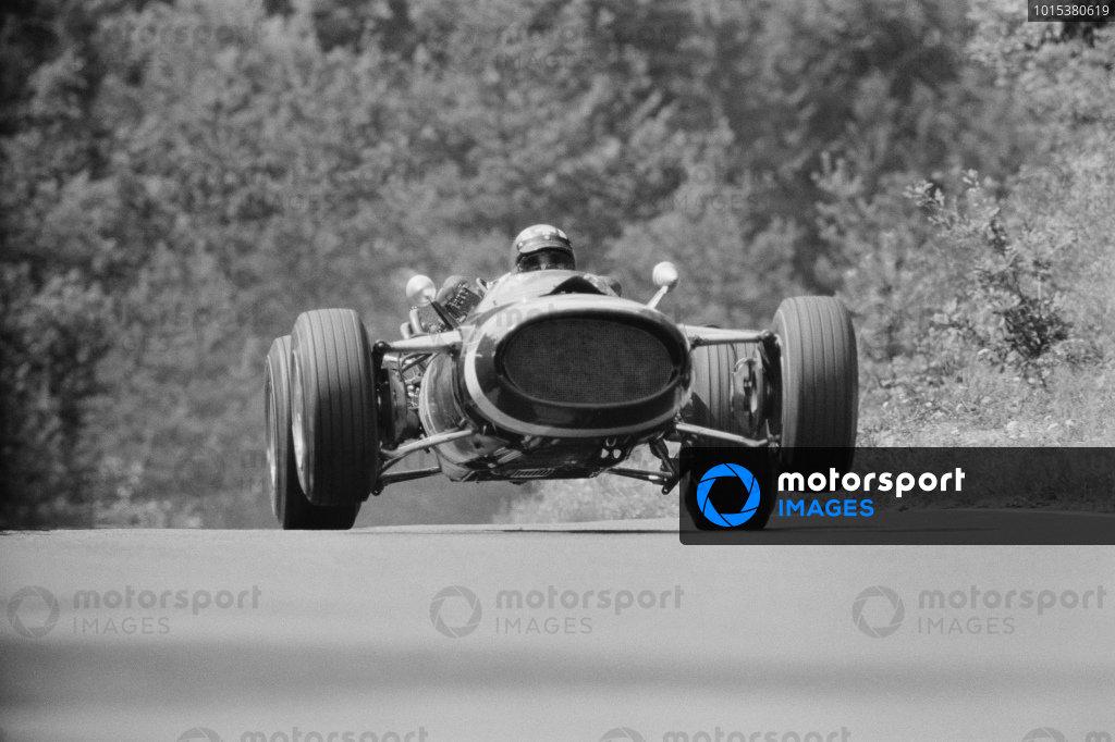 Jo Siffert, Cooper T81 Maserati, during practice.