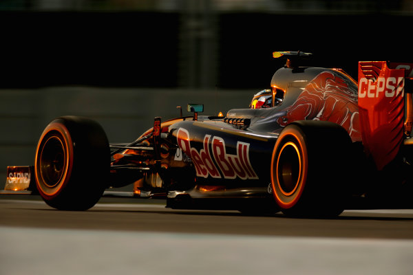 Yas Marina Circuit, Abu Dhabi, United Arab Emirates. Saturday 28 November 2015. Carlos Sainz Jr, Toro Rosso STR10 Renault. World Copyright: Glenn Dunbar/LAT Photographic ref: Digital Image _89P0662