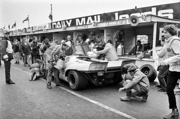 1970 BOAC Brands Hatch 1000 Kms. Brands Hatch, England. 12th April 1970. Pedro Rodriguez / Leo Kinnunen (Porsche 917 K), 1st position, pit stop action. World Copyright: LAT Photographic. Ref: L70 - 279 - 28A.