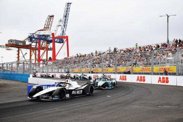 Edoardo Mortara (CHE), Venturi Racing, Silver Arrow 02, leads Tom Blomqvist (GBR), NIO 333, NIO 333 001