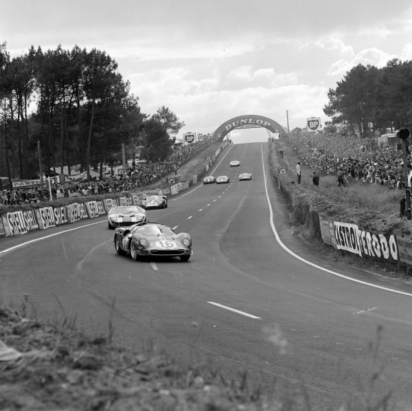 Richard Attwood / David Piper, Maranello Concessionaires, Ferrari 365 P2 Spyder, leads Jochen Neerpasch / Jacky Ickx, Essex Wire Corporation, Ford GT40, and Willy Mairesse / Herbert Müller, Scuderia Filipinetti, Ferrari 365 P2/P3.