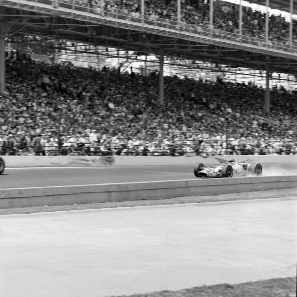 Graham Hill, John Mecom, Lola T90 Ford.