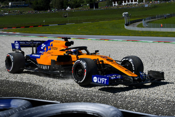 Carlos Sainz Jr., McLaren MCL34 runs wide over the gravel