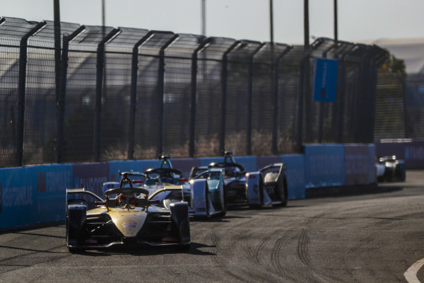 Jean-Eric Vergne (FRA), DS TECHEETAH, DS E-Tense FE19, leads Tom Dillmann (FRA), NIO Formula E Team, NIO Sport 004, and Maximilian Günther (DEU), Dragon Racing, Penske EV-3