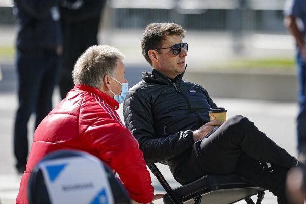 #12: Will Power, Team Penske Chevrolet and Steve Shunck at the driver's meeting