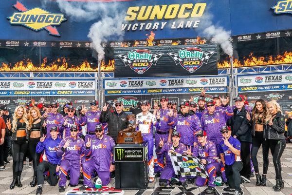 #11: Denny Hamlin, Joe Gibbs Racing, Toyota Camry FedEx Office victory lane