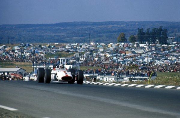John Surtees (GBR) Honda RA300, retired on lap 97. Formula One World Championship, Rd10, United States Grand Prix, Watkins Glen, USA. 1 October 1967. BEST IMAGE