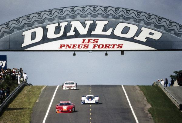 Preston Henn / Randy Lanier / Denis Morin, N.A.R.T., Ferrari 512 BB/LM, leads Jacky Ickx / Derek Bell, Porsche System, Porsche 956.