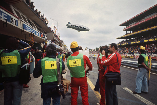 Le Mans, France. 14-15 June 1975 The Goodyear blimp flies over the pits ready for the start of the race, atmosphere World Copyright: LAT PhotographicRef: 75LM22.