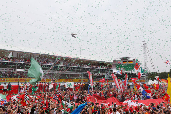 Autodromo Nazionale di Monza, Italy. Sunday 04 September 2016. Fans invade the circuit after the race. World Copyright: Sam Bloxham/LAT Photographic ref: Digital Image _SBB9690