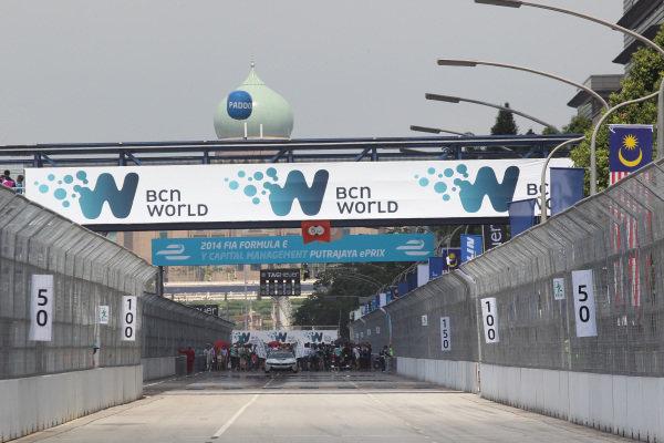 Putrajaya E-Prix Race. Putrajaya E-Prix, Malaysia - 20th-22nd November 2014. Saturday 22 November 2014.  Photo: Ed Hartley - Jakob Ebrey/LAT/ Formula E ref: Digital Image JE2_9739