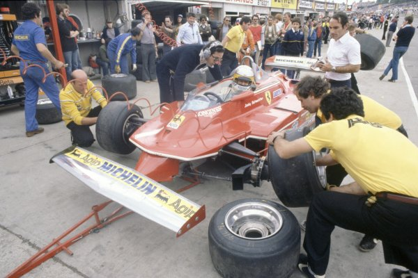 1980 British Grand Prix.Brands Hatch, Great Britain. 11-13 July 1980.Jody Scheckter (Ferrari 312T5), 10th position. With Team Manager Mauro Forghieri (left) in the pits.World Copyright: LAT PhotographicRef: 35mm transparency 80GB32