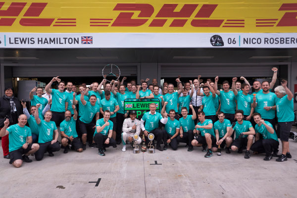 Sochi Autodrom, Sochi, Russia. Sunday 11 October 2015. Lewis Hamilton, Mercedes AMG, 1st Position, and the Mercedes F1 team celebrate victory. World Copyright: Steve Etherington/LAT Photographic ref: Digital Image SNE12143