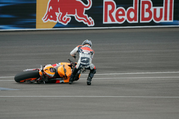 Indianapolis Grand Prix, Indianapolis, USA.28th - 30th August 2009.Dani Pedrosa Repsol Honda Team crashes out of the lead of the race.World Copyright: Martin Heath/LAT Photographic ref: Digital Image d