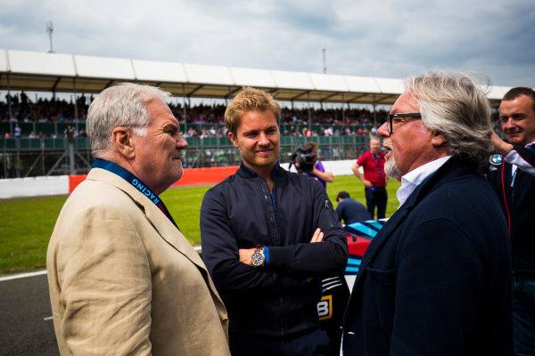 Williams 40 Event Silverstone, Northants, UK Friday 2 June 2017. Patrick Head talks to Nico and Keke Rosberg on the Silverstone grid. World Copyright: Sam Bloxham/LAT Images ref: Digital Image _W6I6542