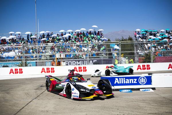 Lucas Di Grassi (BRA), Audi Sport ABT Schaeffler, Audi e-tron FE05 leads Oliver Turvey (GBR), NIO Formula E Team, NIO Sport 004