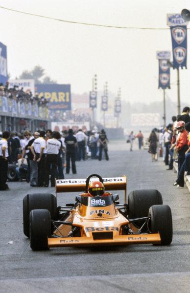 Vittorio Brambilla, Surtees TS20 Ford waits at pit exit.