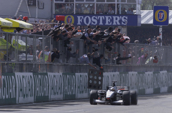 2000 British Grand Prix. Silverstone, England. 21-23 April 2000. David Coulthard (McLaren MP4/15 Mercedes) celebrates his 1st position. World Copyright - Steve Etherington/LAT Photographic 18mb Digital