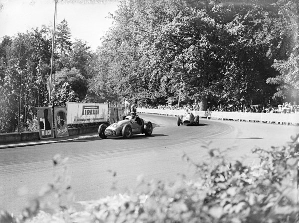 Max de Terra, Ferrari 166C, leads Peter Hirt, Ferrari 500.