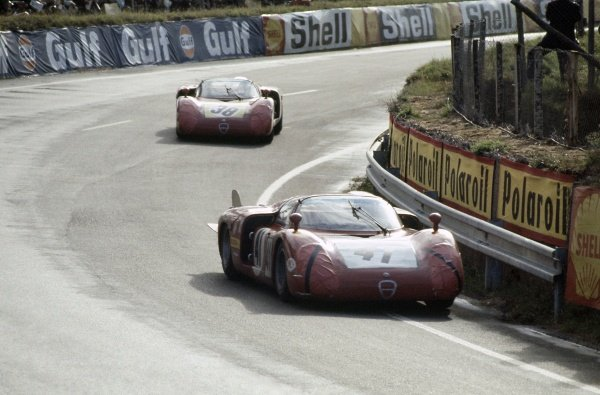 1968 Le Mans 24 hours. Le Mans, France. 28-29 September 1968. Giancarlo Baghetti/Nino Vaccarella (#41 Alfa Romeo T33/2) leads Carlo Facetti/Spartaco Dini (#38 Alfa Romeo T33/2). Facetti/Dini finished in 5th position. World Copyright: LAT Photographic Ref: 68LM13