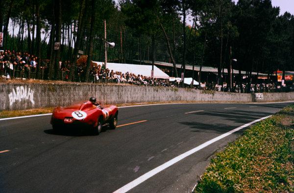 Le Mans, France.  22-23 June 1957.  Stuart Lewis-Evans/Martino Severi (#8 Ferrari 315S) 5th position, action.  World Copyright: LAT Photographic Ref: 57LM22