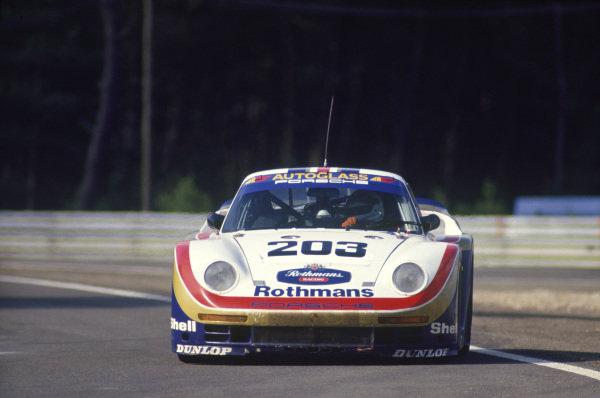 Le Mans, France. 10th - 11th June 1987. RenŽ Metge / Claude Haldi / Kees Nierop (Porsche 961), retired, action. World Copyright: Murenbeeld/LAT Photographic ref: 87LM09.