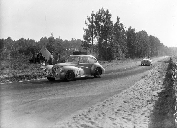 Jack Bartlett / Nigel Mann, Healey Coach Sport Riley, leads Emmanuel Baboin / Pierre Gay, Ecurie Verte, Simca Six.