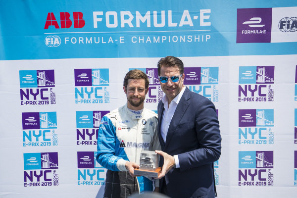 Alexander Sims (GBR) BMW I Andretti Motorsports, accepts the pole position award from Marco Parroni, Head of Global Sponsoring and Managing Director SA Julius Baer