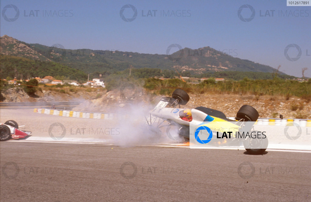 Estoril, Portugal.22-24 September 1989.Roberto Moreno (Coloni FC189 Ford) crashes into Eddie Cheever (Arrows A11 Ford) during qualifying. Ref-89 POR 05.World Copyright - LAT Photographic