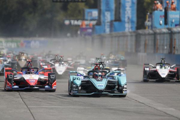 Mitch Evans (NZL), Panasonic Jaguar Racing, Jaguar I-Type 4 leads Pascal Wehrlein (DEU), Mahindra Racing, M6Electro and Maximilian Günther (DEU), BMW I Andretti Motorsports, BMW iFE.20