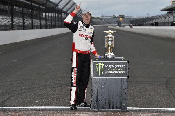 #2: Brad Keselowski, Team Penske, Ford Fusion Discount Tire celebrates his win
