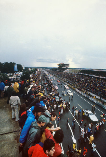 1980 Le Mans 24 Hours. Le Mans, France. 14th - 15th June 1980. Cars line up on the main straight before the start of the race.  World Copyright: LAT Photographic. Ref: 80LM01.