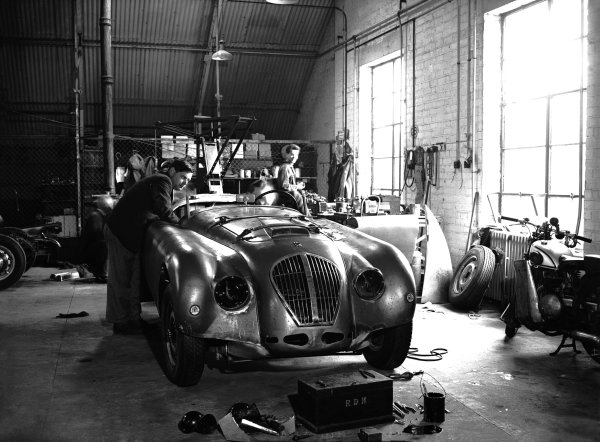 Le Mans, France. 24th - 25th June 1950. Healey-Nashbeing prepared at the factory before the race. World Copyright: LAT Photographic. Ref: Motor Glass Plate 662/14.