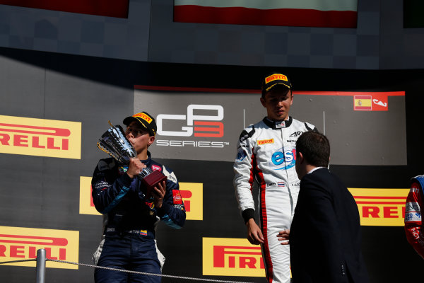 2016 GP3 Series Round 1 Circuit de Catalunya, Barcelona, Spain. Sunday 15 May 2016. Oscar Tunjo (COL, Jenzer Motorsport) & Alexander Albon (THA, ART Grand Prix)  Photo: Sam Bloxham/GP3 Series Media Service. ref: Digital Image _R6T9467
