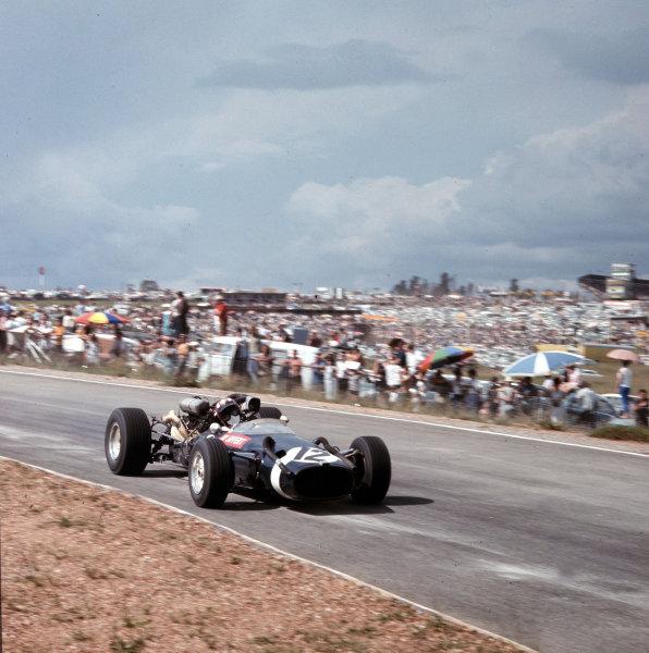 Kyalami, South Africa.31/12/66-2/1/1967.Jo Siffert (Cooper T81 Maserati).Ref-3/2513.World Copyright - LAT Photographic