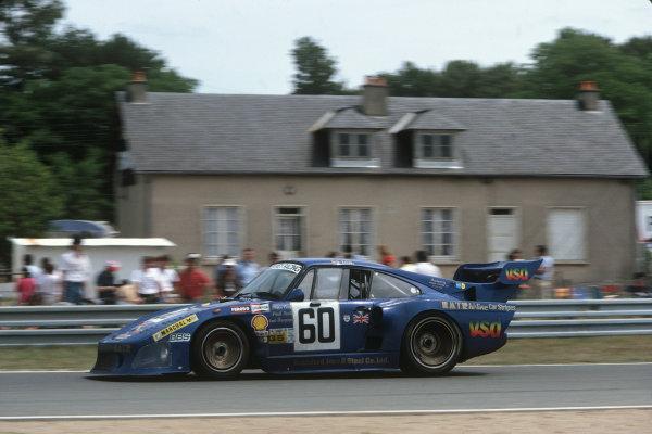 1982 Le Mans 24 hours. Le Mans, France. 19th - 20th June 1982. John Cooper / Paul Smith / Claude Bourgoignie (Porsche 935 K3), 8th position, action.  World Copyright: LAT Photographic. Ref: 82LM20.