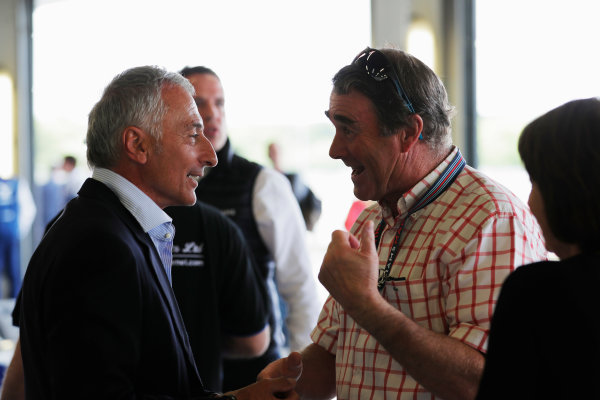 Williams 40 Event Silverstone, Northants, UK Friday 2 June 2017. Former team-mates Nigel Mansell and Riccardo Patrese greet each other warmly. World Copyright: Zak Mauger/LAT Images ref: Digital Image _54I0765