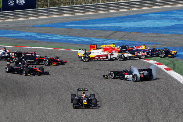 2015 GP2 Series Round 10. Bahrain International Circuit, Bahrain Saturday 21 November 2015. Alex Lynn (GBR, DAMS), leads at the start as Nobuharu Matsushita (JPN, ART Grand Prix) spins, after contact with Rio Haryanto (INA, Campos Racing), Pierre Gasly (FRA, DAMS) & Jordan King (GBR, Racing Engineering) Photo: Sam Bloxham/GP2 Series Media Service. ref: Digital Image _G7C1187